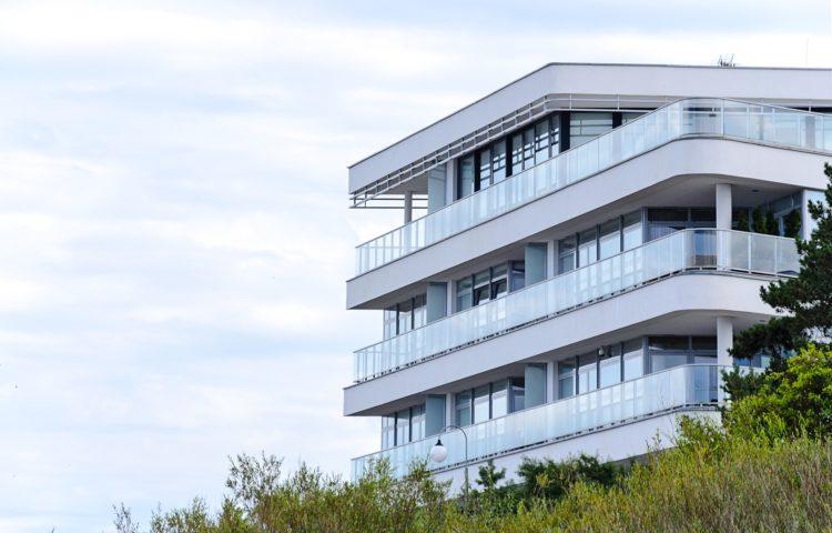 Dlaczego warto mieszkać nad morzem? Sprzedaż mieszkań
