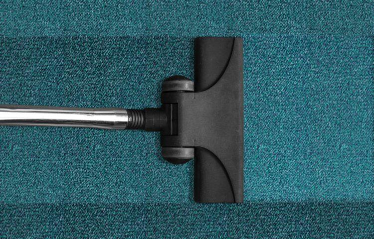 Profesjonalne wyposażenie firmy świadczącej usługi prania wykładzin i dywanów