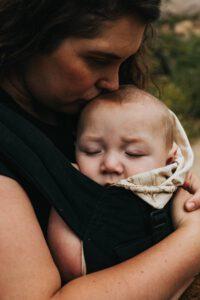 Nosidełko dla niemowlaka - od kiedy?